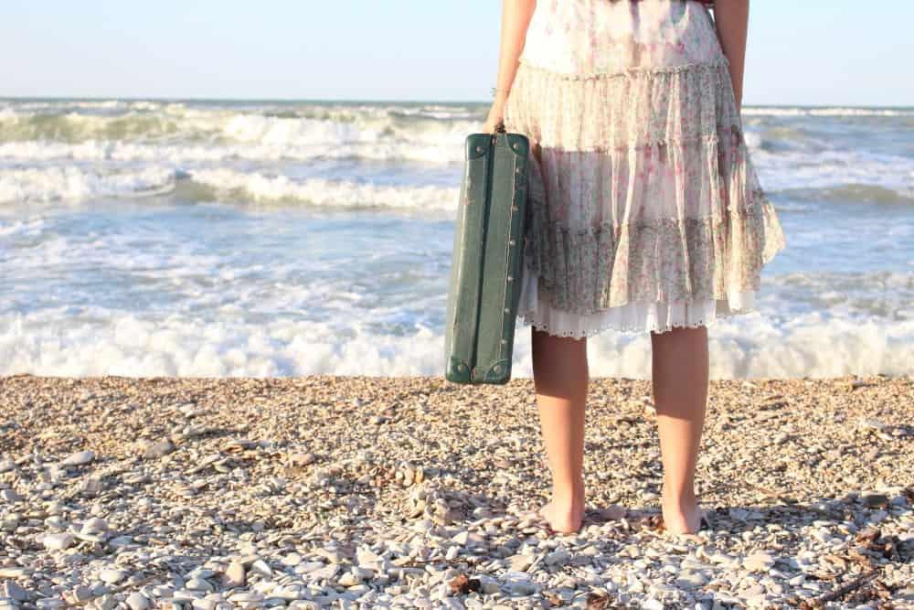 foto di Francesca Perlini -valigia di fronte al mare